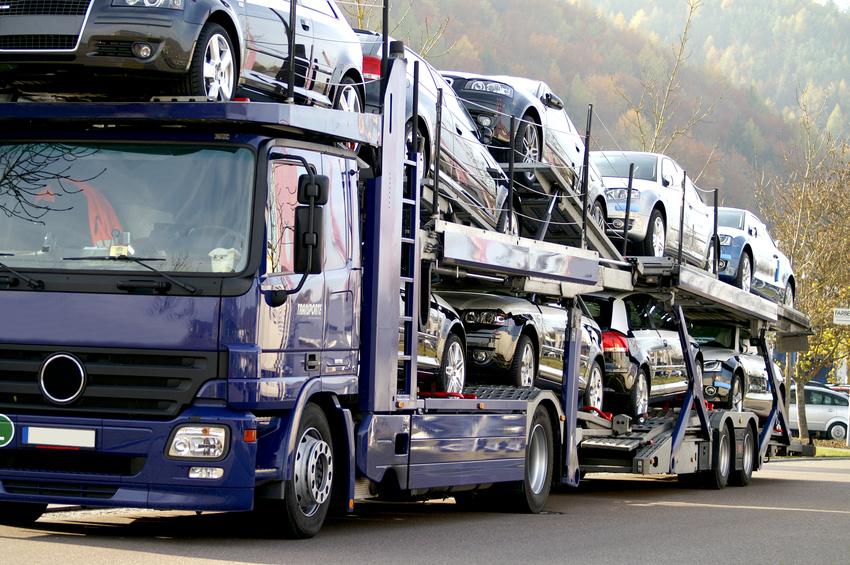Komplete Ladungen von Autos nach Deutschland